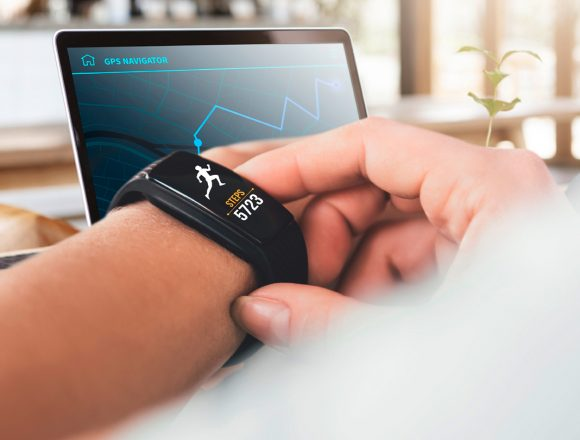 SMART WEARABLE DEVICES TO START GEEKING OUT